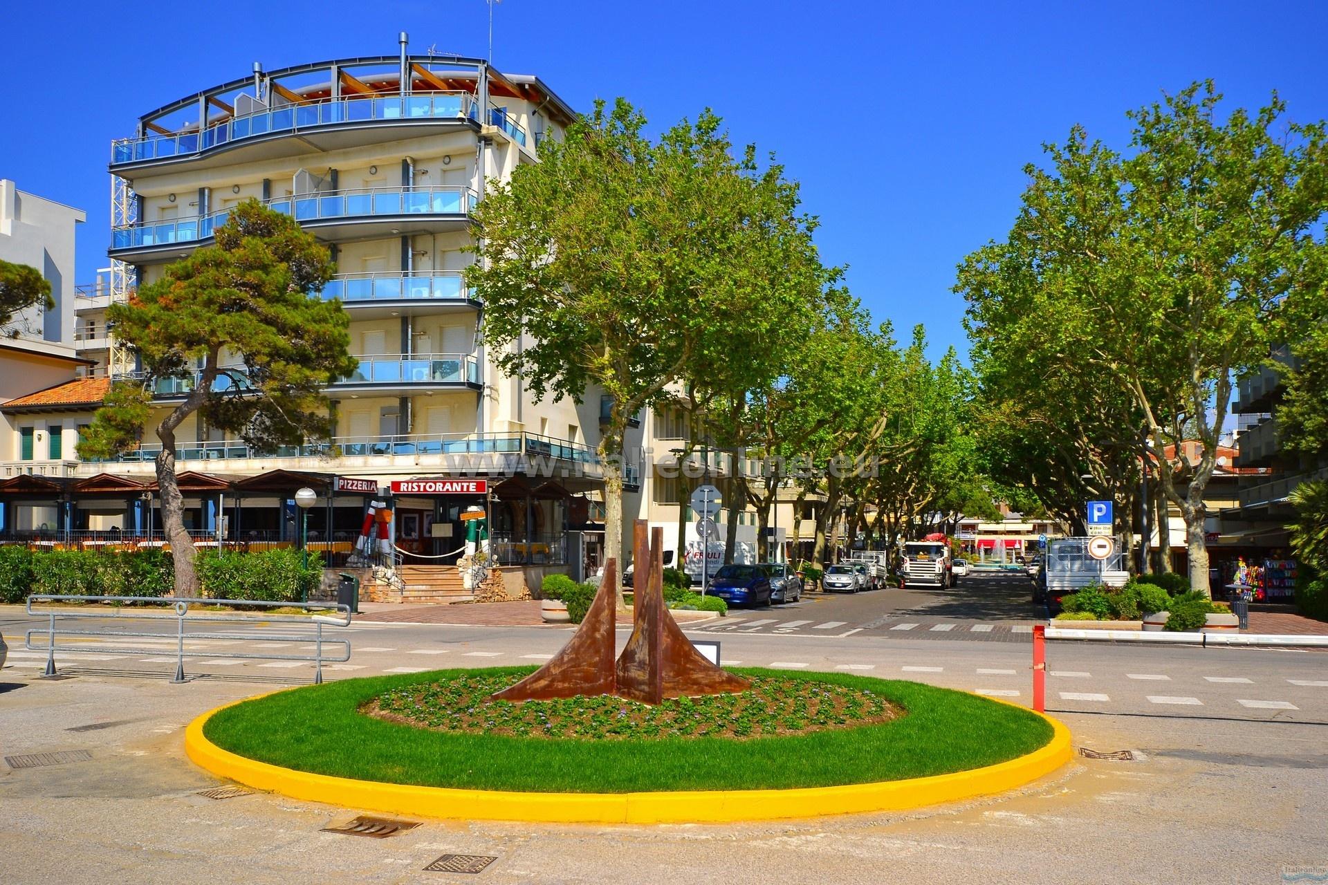 Appartamenti sunbeach lignano sabbiadoro italien italieonline for Appartamenti lignano
