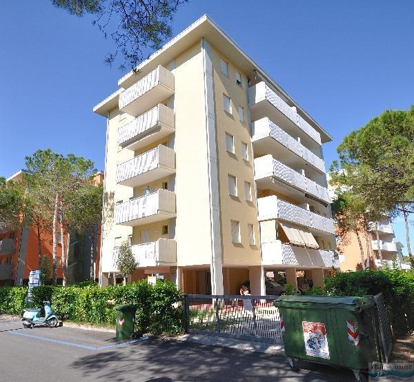 Condominio tintoretto bibione spiaggia italia italieonline for Condominio giardino c