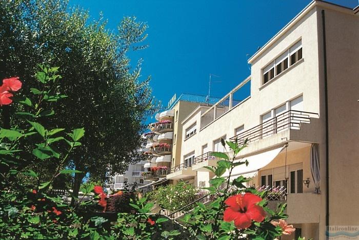 Condominio bellarosa lignano sabbiadoro italia italieonline for Appartamenti lignano