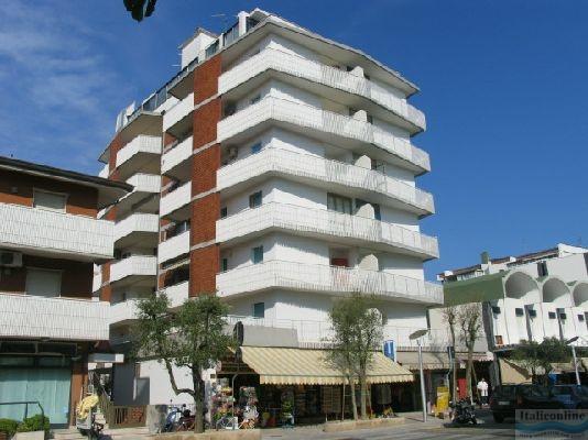 Condominio la zattera lignano sabbiadoro italia italieonline for Appartamenti lignano