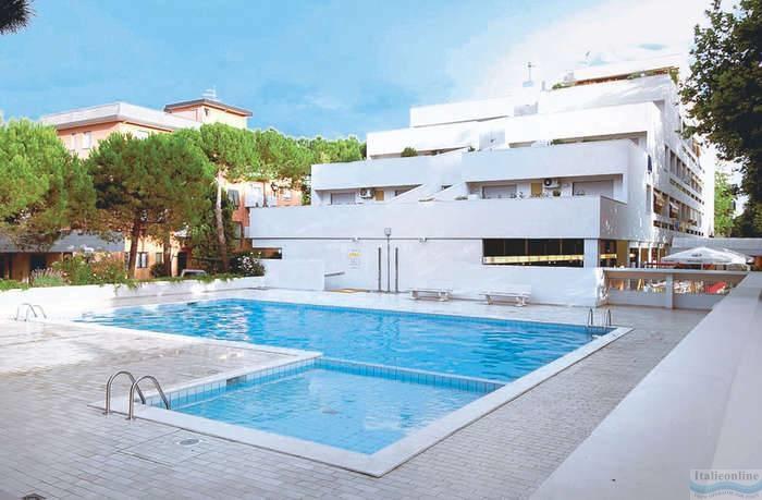 Residence ferrari bibione spiaggia italia italieonline for Piscina olimpia prezzi