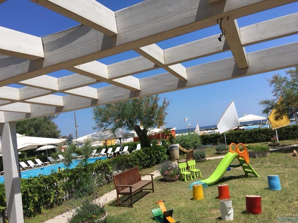 Residence giardino bellaria igea marina italia italieonline - Residence il giardino bellaria ...