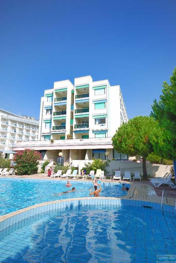 Residence luxor bibione spiaggia italia italieonline for Piscina olimpia prezzi