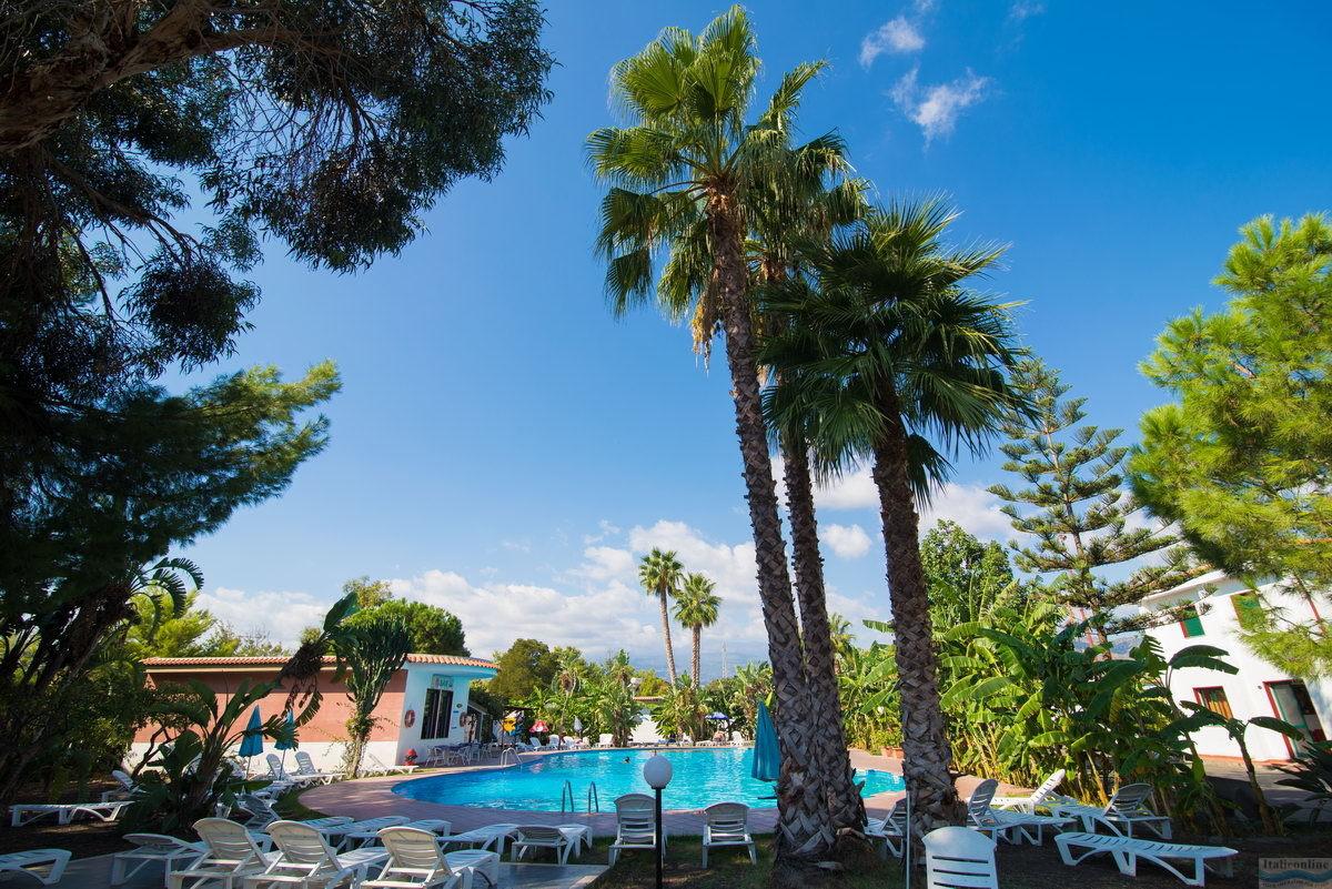 Giardini naxos wakacje giardini naxos w ochy bp italieonline for Mobilia giardini naxos