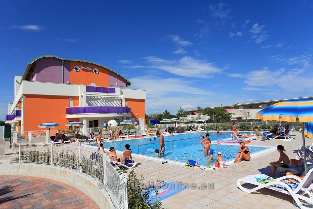 Residence margherita bibione spiaggia italia italieonline for Piscina olimpia prezzi