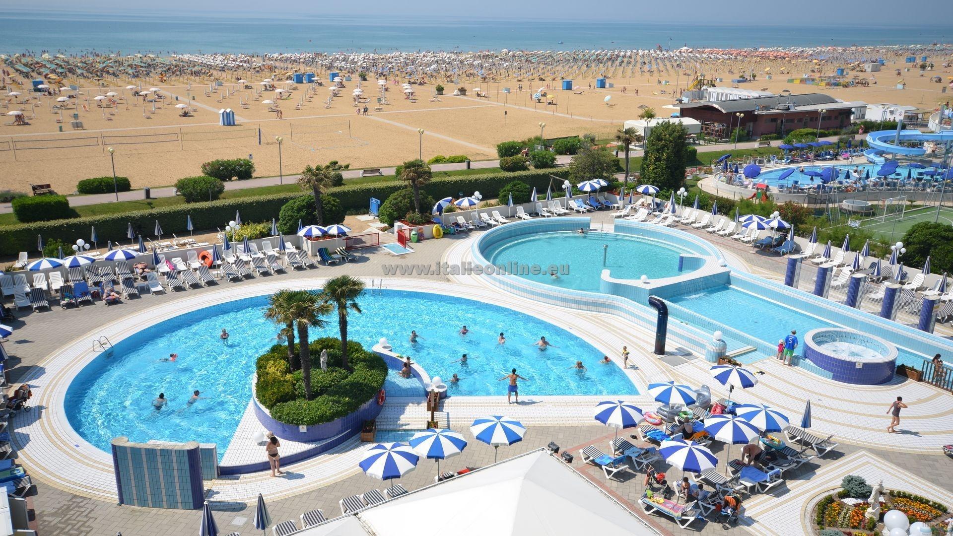 Aparthotel imperial bibione spiaggia italia italieonline for Piscina olimpia prezzi