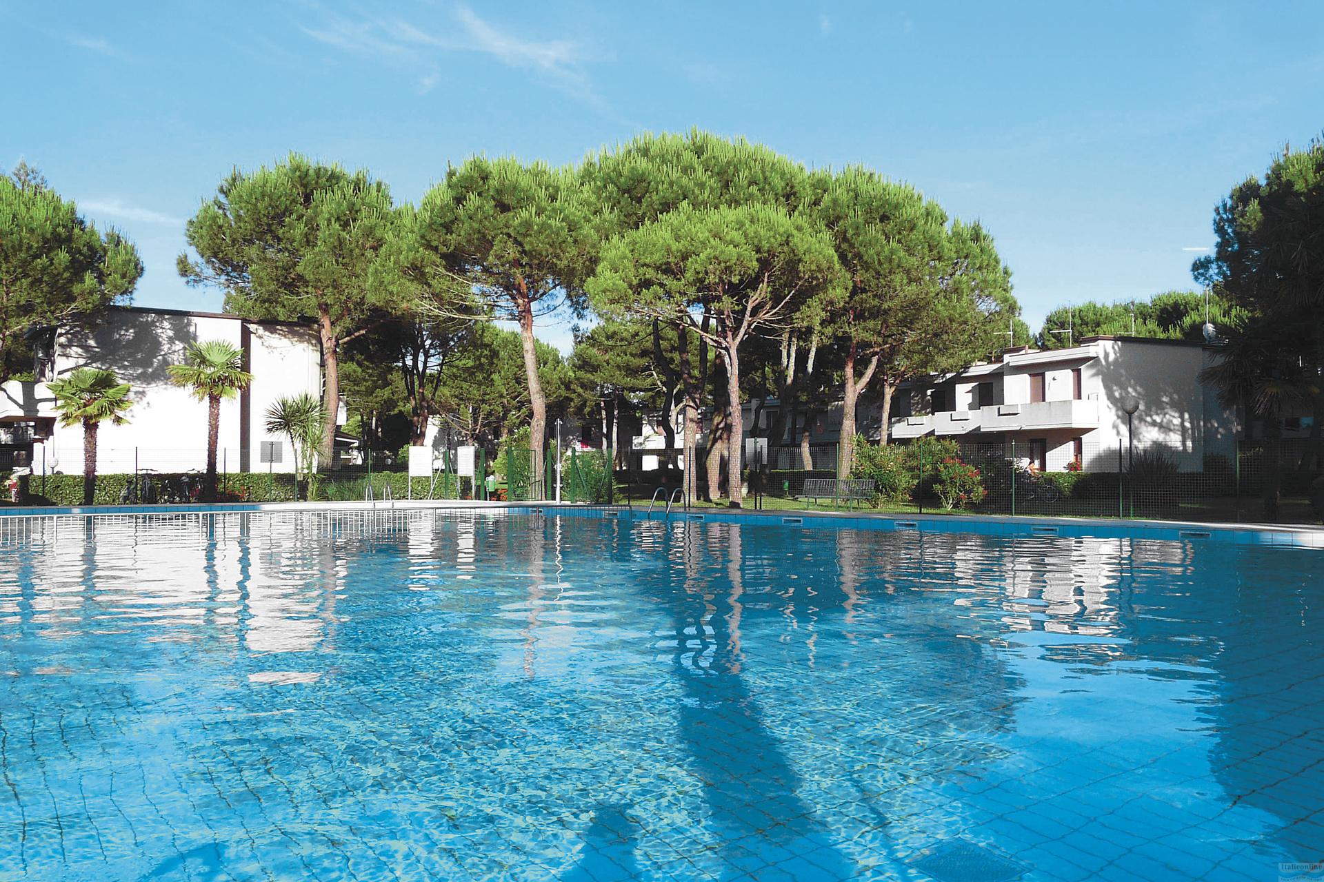 Villaggio white star bibione spiaggia italia italieonline for Piscina olimpia prezzi