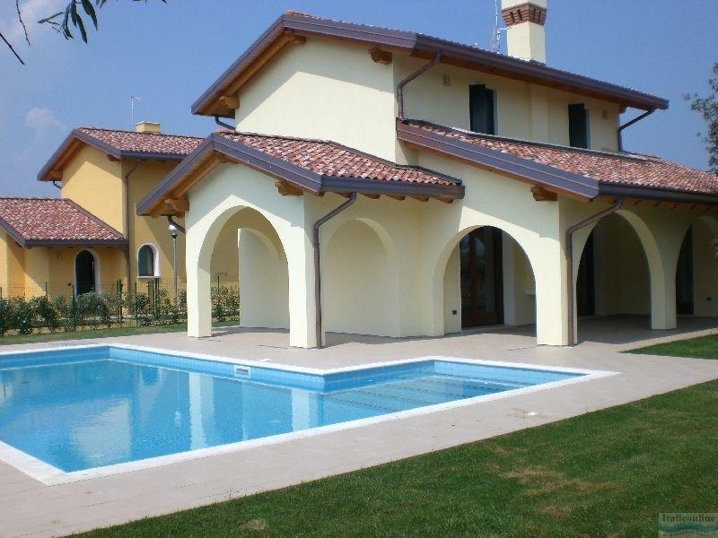 Ville albarella pool albarella italien italieonline for Belle case con piscine