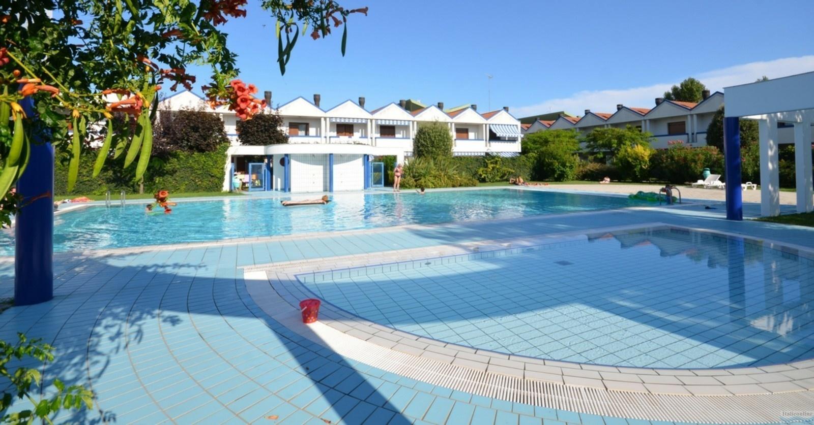 Villaggio maja bibione spiaggia italia italieonline for Piscina olimpia prezzi