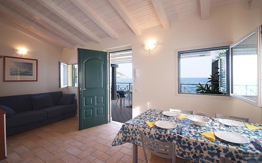 Residenza baia la ruota bordighera italien italieonline for Appartamenti sul mare barcellona