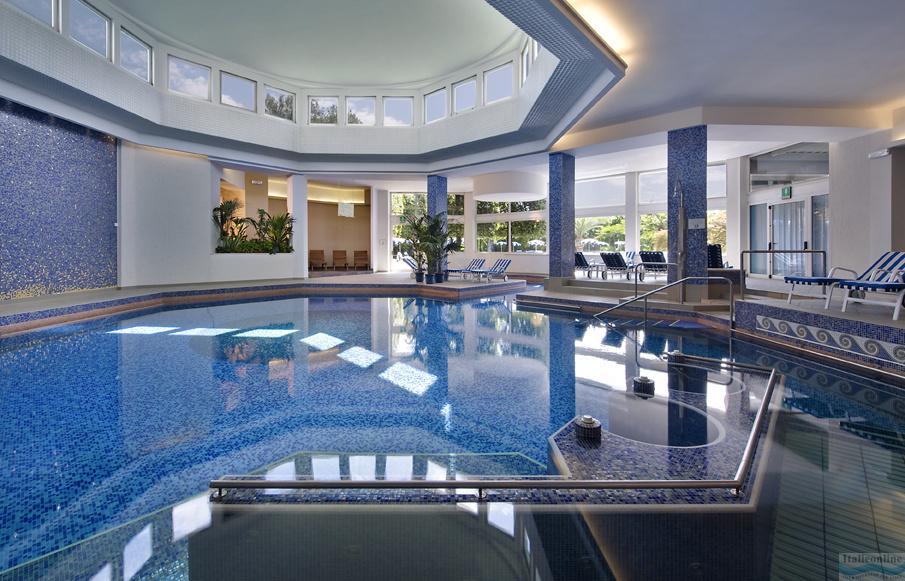 Grand hotel terme terme euganee italien italieonline - Abano piscine termali ingresso giornaliero ...