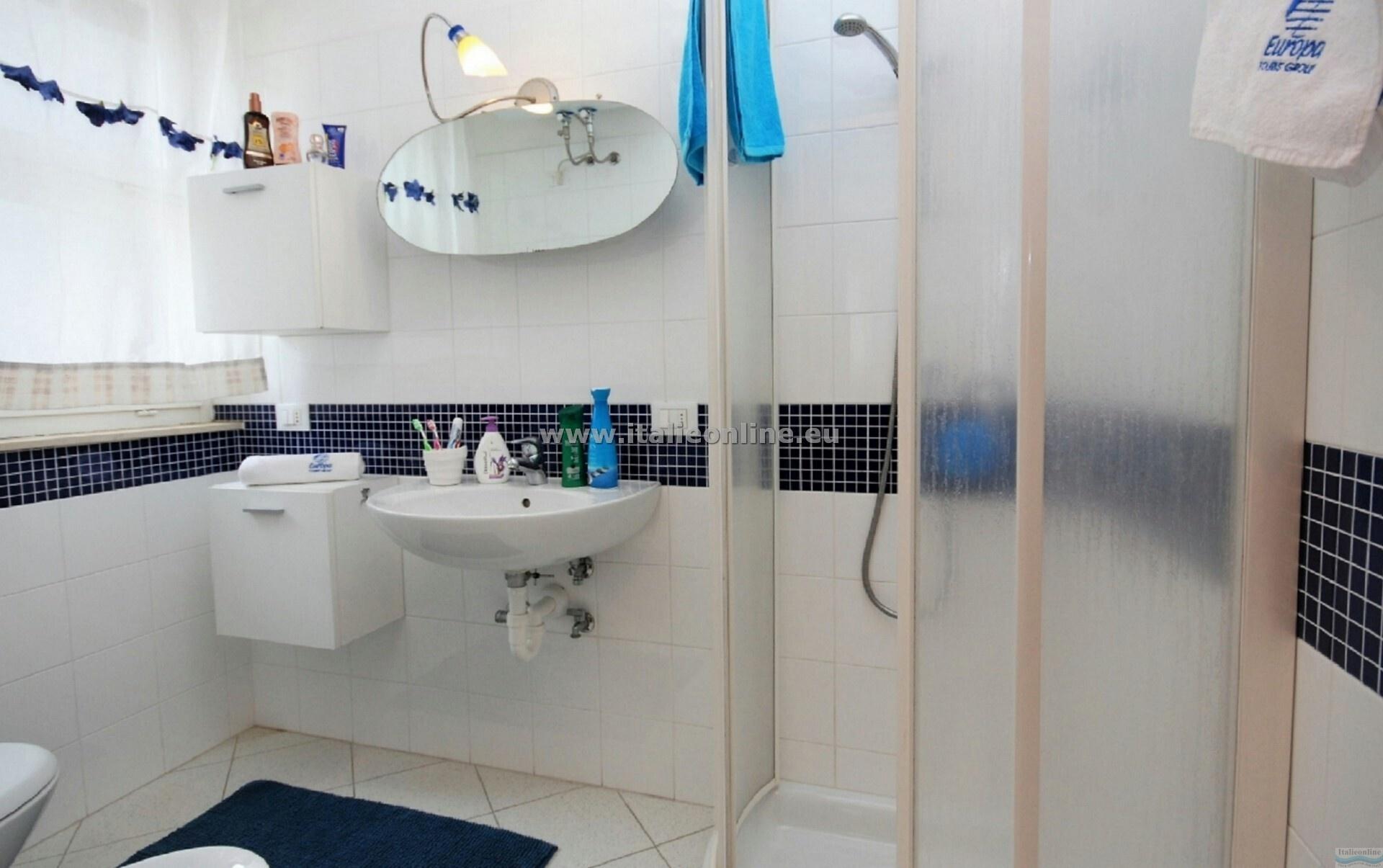 Residence cristallo lignano sabbiadoro italia italieonline for Appartamenti lignano