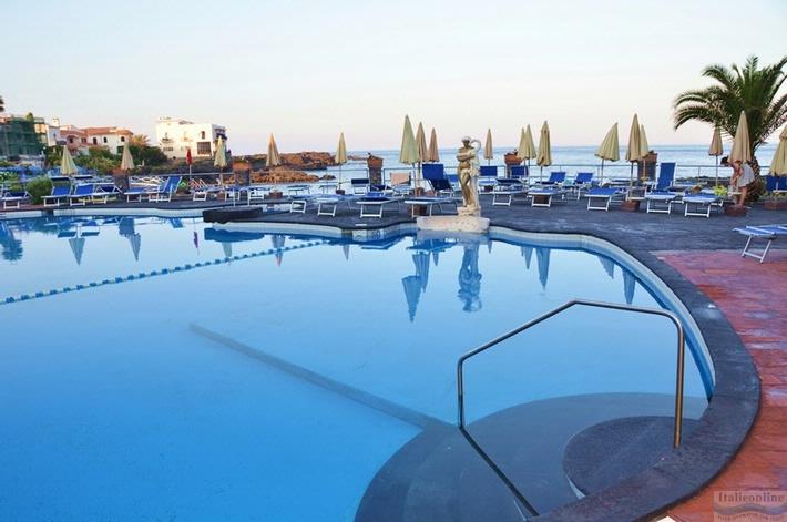 Hotel kalos giardini naxos italien italieonline - Hotel giardini naxos 3 stelle ...