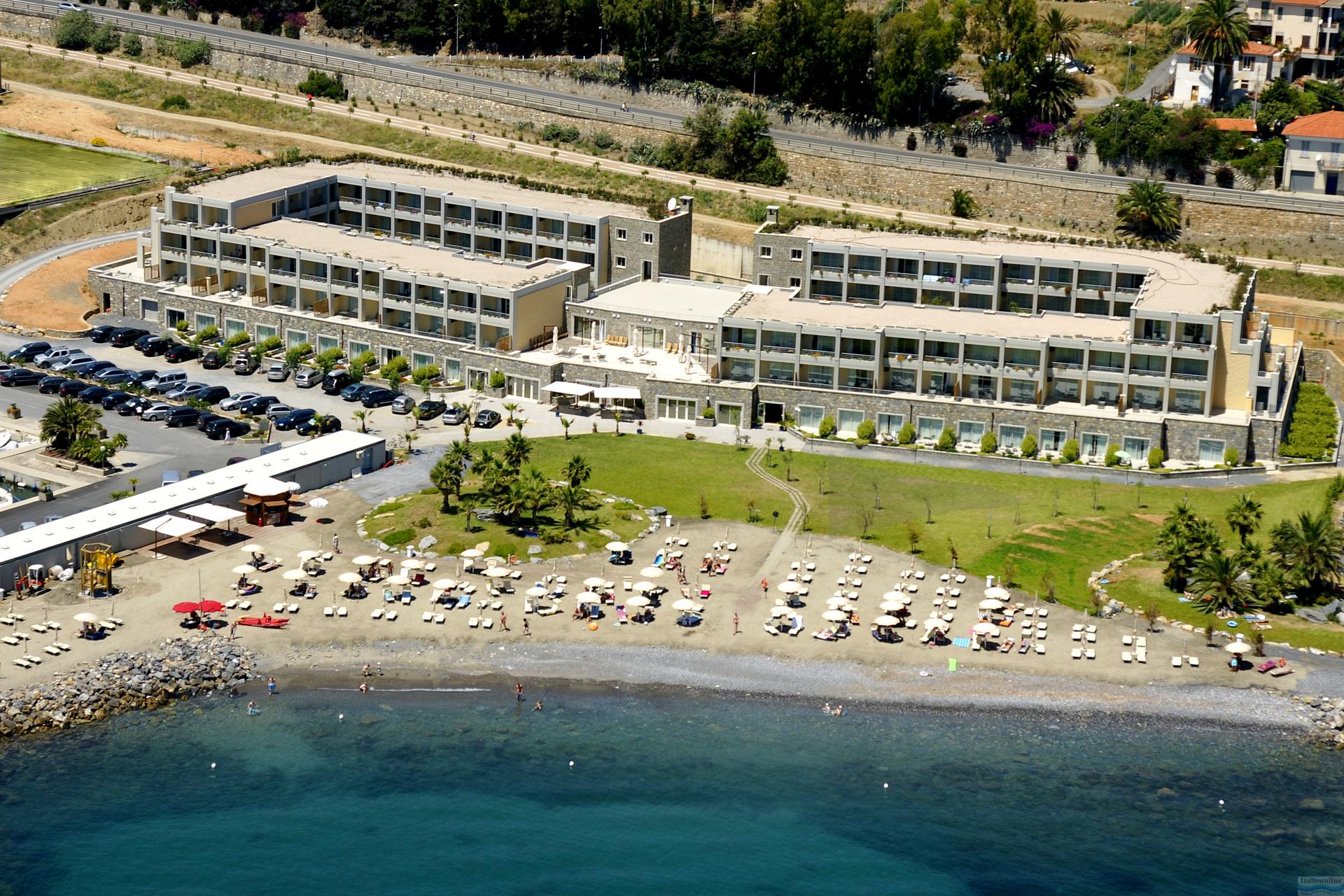 Aregai Marina Hotel E Residence