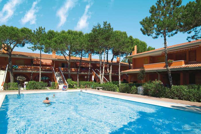 Villaggio capistrano bibione spiaggia italia italieonline for Piscina olimpia prezzi
