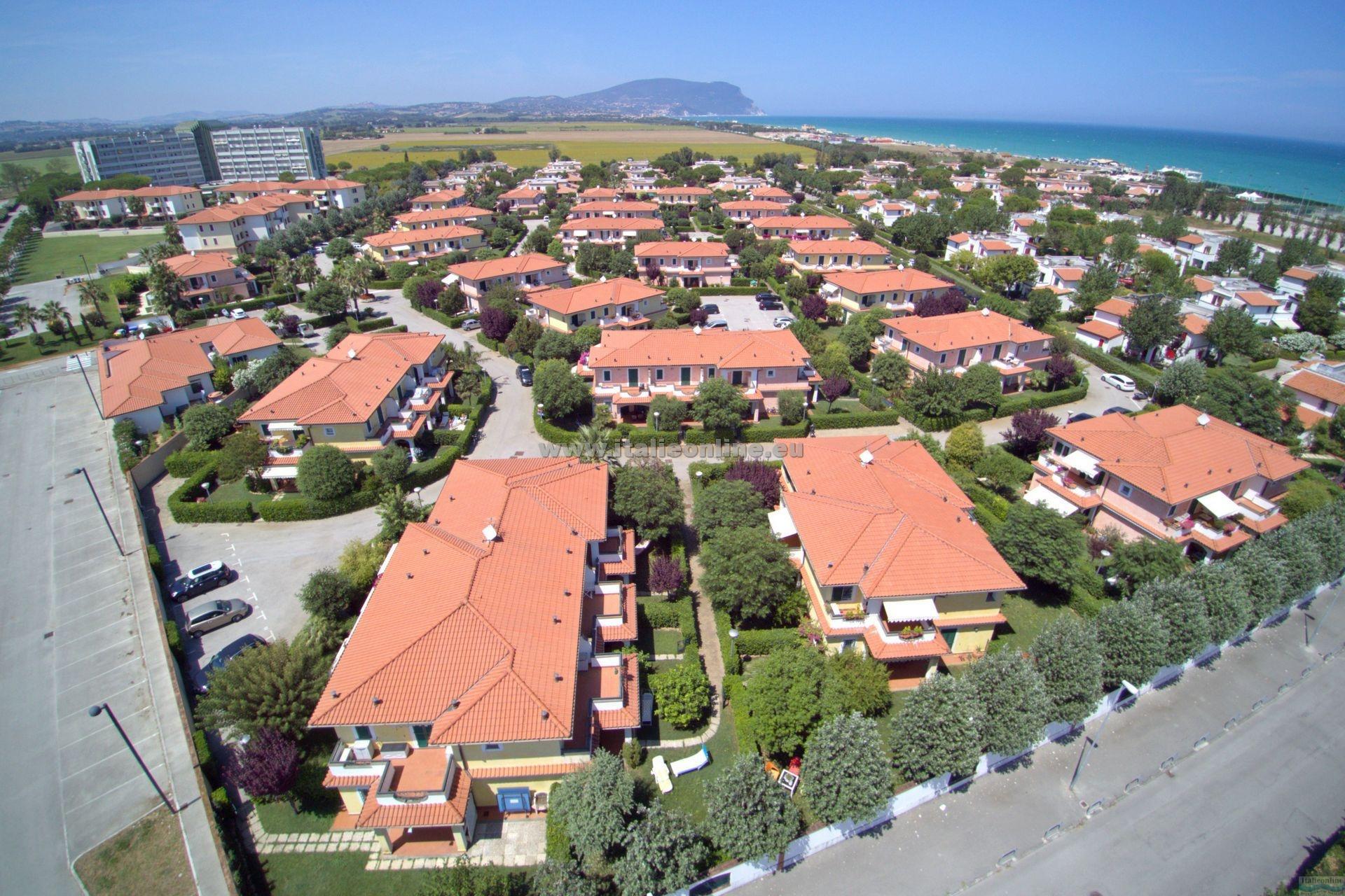 Residence i giardini del conero porto recanati italy italieonline - Residence i giardini del conero ...